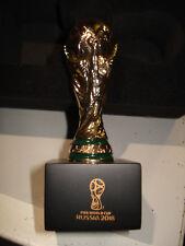 WM 2018 FIFA 3-D Replika WM-Pokal auf Holzpodest ca.70 mm Fussball