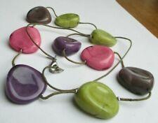 Rare grand collier sautoir 85 cm perles résine vert violet rose bijou vintage