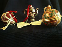 VINTAGE CLOISONNE (2) EGGS AND SMALL TEAPOT WITH TAGS