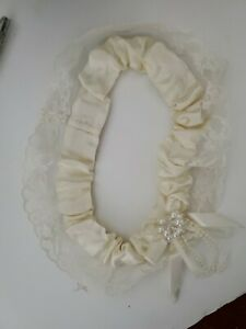 Cathy's Concepts Collection Wedding Gartner Off White Satin. Mint