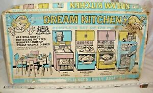 DELUXE READING BARBIE DREAM KITCHEN PLAY SET STILL BOXED 1960s SHARP