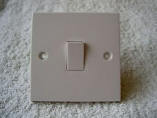DEAL OF 15 - BY G.E.T STANDARD WHITE PLASTIC SINGLE 1 GANG SWITCHES 1 OR 2 WAY