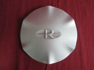 "NOS OEM Buick Riviera Center Cap for 16"" x 7"" 12-Spoke wheel 1995 - 99 SILVER"
