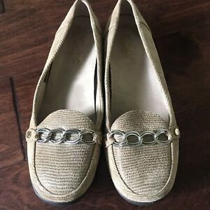 Vionic Leather Loafers Flats Lizzard Snake Print Size 6.5 Beige MSRP $129