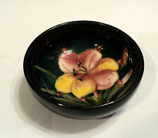 "GORGEOUS WILLIAM MOORCROFT ART POTTERY 3"" COBALT BOWL, LILY DECORATION"