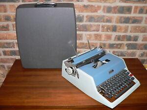 Vintage Underwood 21 Manual Portable Typewriter w/Case~(Like Olivetti Studio 44)