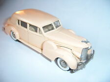 Cadillac Caddy V16 (1938-1940) Limousine saloon in beige-rosé, Rextoys in 1:43!