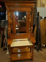 BEAUTIFUL OAK HALL TREE / ENTRY TABLE W/ MIRROR – EXCELLENT CONDITION