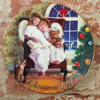 Avon 'Christmas 1997' Heavenly Dreams Collectors Plate by Michael Garland MINT