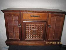VINTAGE WOOD JEWELRY BOX w/ VENETIAN BLIND SHUTTER DESIGN DOORS