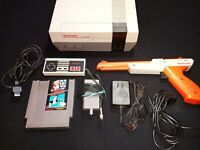 NINTENDO ENTERTAINMENT SYSTEM W/ MARIO BROS/DUCK HUNT, CONTROLLER, AND ZAPPER