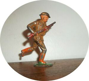 INVC767~ NEAT SOLDIER RUNNING WITH RIFLE ~ TIN HELMET~ BARCLAY