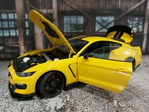 AUTOart Ford Shelby GT-350R Diecast Model Car - Triple Yellow/Black Stripes, 1/…