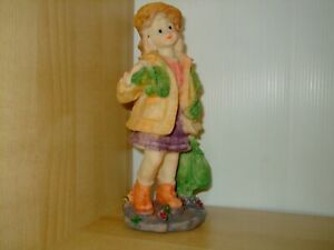 Little Travelling Girl Ornament/Statue/Figurine/Sculpture Decoration