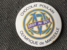 VINTAGE BADGE TOLE ANNEE 60 CHOCOLAT POULAIN FOOTBALL OLYMPIQUE DE MARSEILLE OM