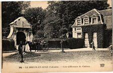 CPA Le Breuil en Auge - Cour d'Honneur du Chateau (271712)