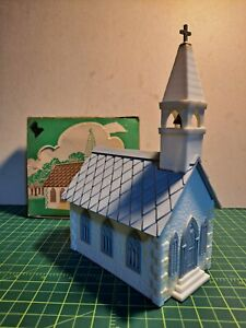 VINTAGE PLASTICVILLE COUNTRY CHURCH KIT (CC-8G), WHITE SIDES, LT GRAY ROOF, BOX