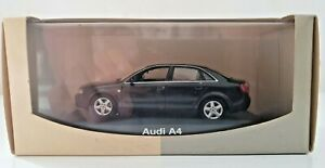 Minichamps - Audi A4 noire avec boite Audi authentic collection 1/43ème