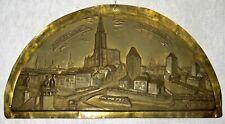 strasbourg - ancien grand fronton en laiton repoussé signé