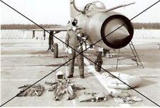 FOTO NVA, Pilot mit Ausrüstung vor Mig-21 der NVA  JG-1