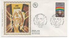 FRANCE 1975.F.D.C. SOIE.ANNEE INTERNATIONALE DE LA FEMME.OBLIT:LE 8/11/75 PARIS