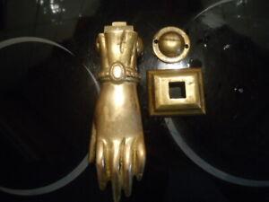 ancien heurtoir de porte main en laiton