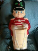 "VINTAGE 1993 CHRISTMAS EMPIRE 34"" DRUMMER SOLDIER BLOW MOLD (YELLOW)"