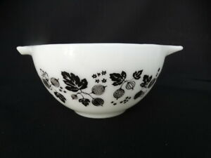 Pyrex Black Gooseberry 1 1/2 Pint 441 Cinderella Mixing Bowl Very Good Used Cond