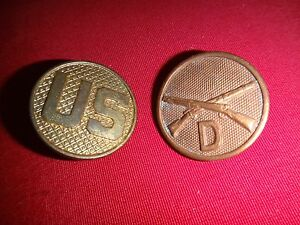 2 US Army Gold Tone Metal Badges U.S. Enlisted Insignia + D Troop INFANTRY Corp