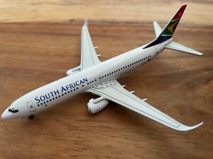 1:400 South African Airways Boeing 737-800 ZS-SJM **No box included**