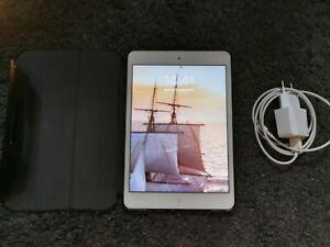 Tablette Apple IPad Mini 2 avec housse et chargeur