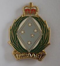 WOMENS ROYAL AUSTRALIAN ARMY CORPS WRAAC  LAPEL BADGE ENAMEL & GOLD PLATED 30MM