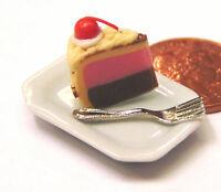 1:12 Scale Slice Of Cake On A Plate Dolls House Miniature Kitchen Accessory SC6w