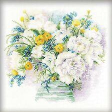 RIOLIS  1070  Bouquet  de  Fleurs  blanches  Kit  Point de Croix  compté