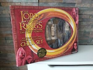 LORD OF THE RINGS : THE TWO TOWERS CHESS SET