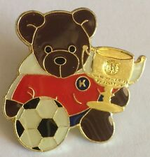 K Football Teddy Bear Trophy Cup Pin Badge Rare Soccer (E3)