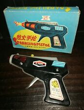 VINTAGE 70'S SPACE RAY GUN SPARKING PISTOL GUN MF 902 CHINA TIN SPACE TOY NIB