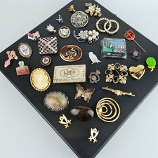 Job Lot of 32 Assorted Costume Brooches & Pin Badges Vintage Modern Bundle