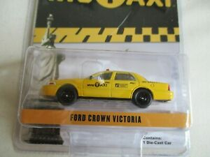MINIATURE 1/64  3 INCHIES FORD CROWN VICTORIA TAXI NYC GREENLIGHT