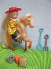 barbie KELLY Dollhorse stable Cowgirl on Pony w/Cowboy Hat/Dress/Boots/Tools Set