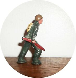 InvC828~ NICE RATHER RARE MIDI SERIES SOLDIER ~ WITH RIFLE AT SIDE ~BARCLAY