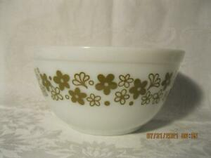Vintage Pyrex Spring Blossom Crazy Daisy 402 Mixing Bowl 1 1/2 Qt. Green Flowers