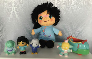 CBEEBIES MOON AND ME SMALL BUNDLE OF TOYS INC COLLY WOOBLE CAR FIGURES & DOLL