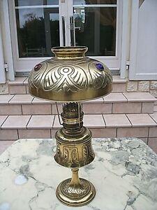 TRES BELLE LAMPE A PETROLE EN CUIVRE (DITE PARISIENNE) - ABAT JOUR CABOCHONS