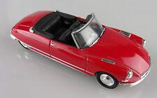 Universal Hobbies 1/43e: Citroën DS cabriolet rouge sans boite