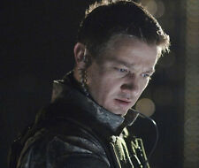 Jeremy Renner UNSIGNED photo - G1106 - HANDSOME!!!!