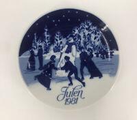 Vintage JULEN CHRISTMAS Plate Porsgrunds Norway 1981 CHRISTMAS SKATING
