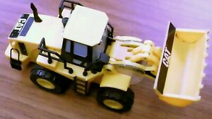 TOY STATE CATERPILLAR CAT EXCAVATOR, FRONT END LOADER