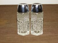 """VINTAGE KITCHEN 4 1/4"""" HIGH GLASS USA SALT & PEPPER SHAKERS NEW OLD STOCK"""