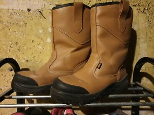 SITE Rigger Work Boots. Tan, size 7/41. Unisex; Ladies or Mens